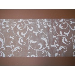 nappage : chemin de table en organza blanc arabesques blanches